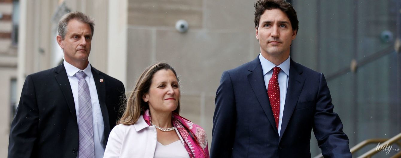 До дыр: министр иностранных дел Канады вновь надела любимые ободранные туфли