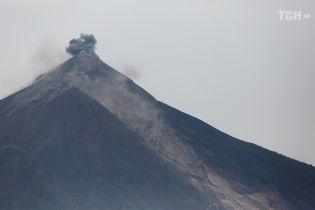 Число жертв извержения вулкана в Гватемале достигло почти 100 человек
