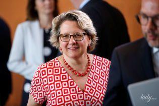 В платье с геометрическим принтом: яркий образ министра охраны окружающей среды Германии