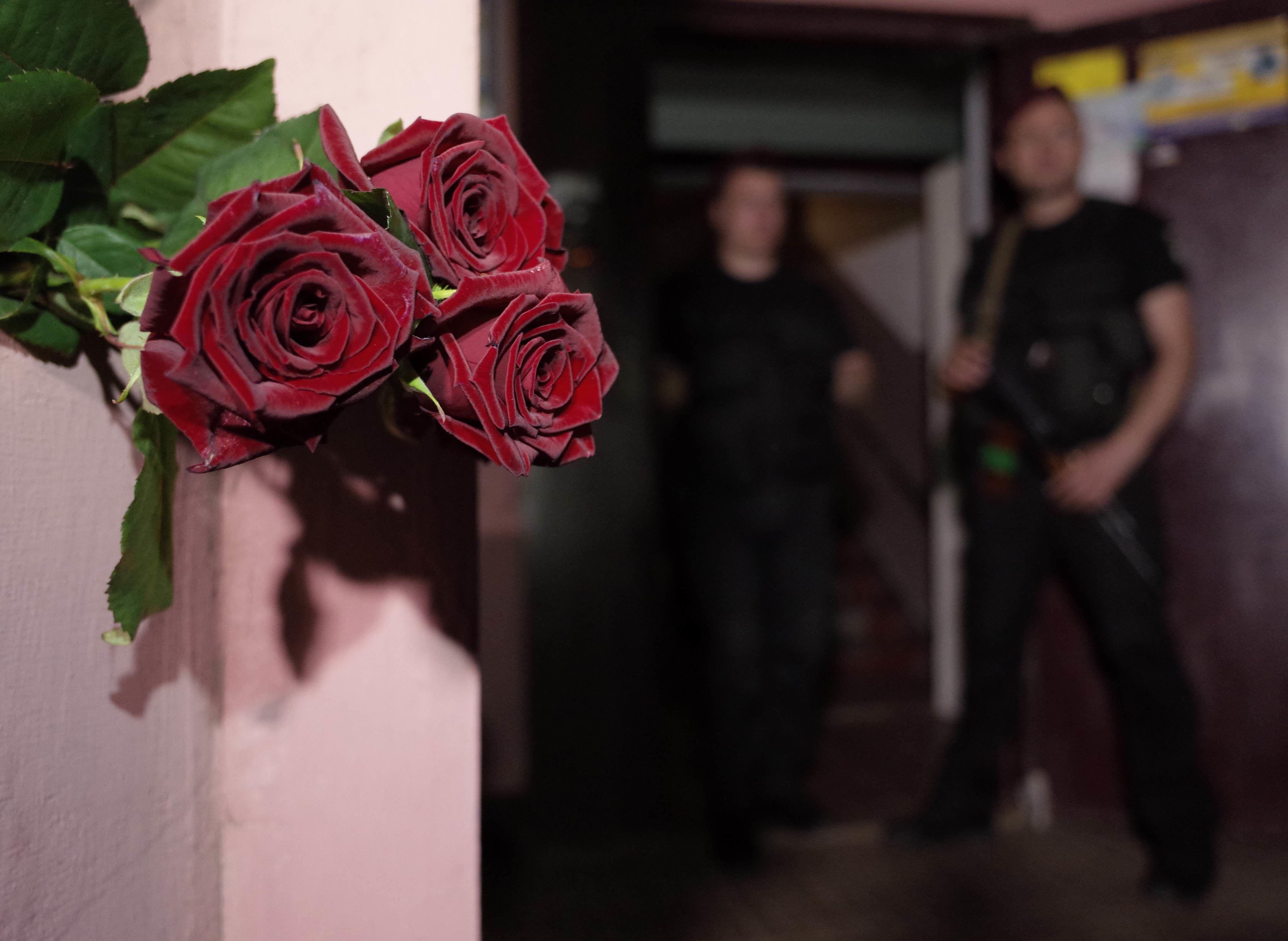 Вбивство Аркадія Бабченка, Бабченко, квіти біля дому