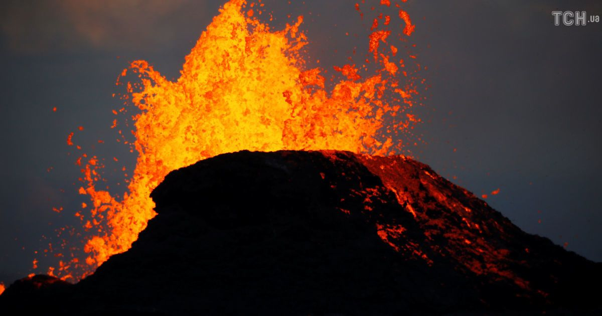 Опасная красота. Лава из гавайского вулкана подошла к океану