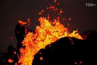 Річка із вогню: лава вулкану Кілауеа може перекрити останній шлях евакуації на Гавайях