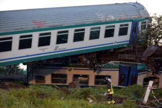 В Италии пассажирский поезд слетел с рельсов, есть погибшие