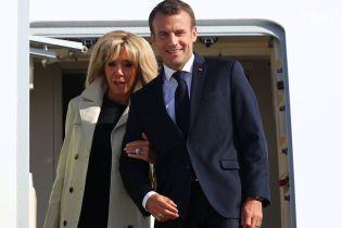 Президент Франции прилетел в Россию