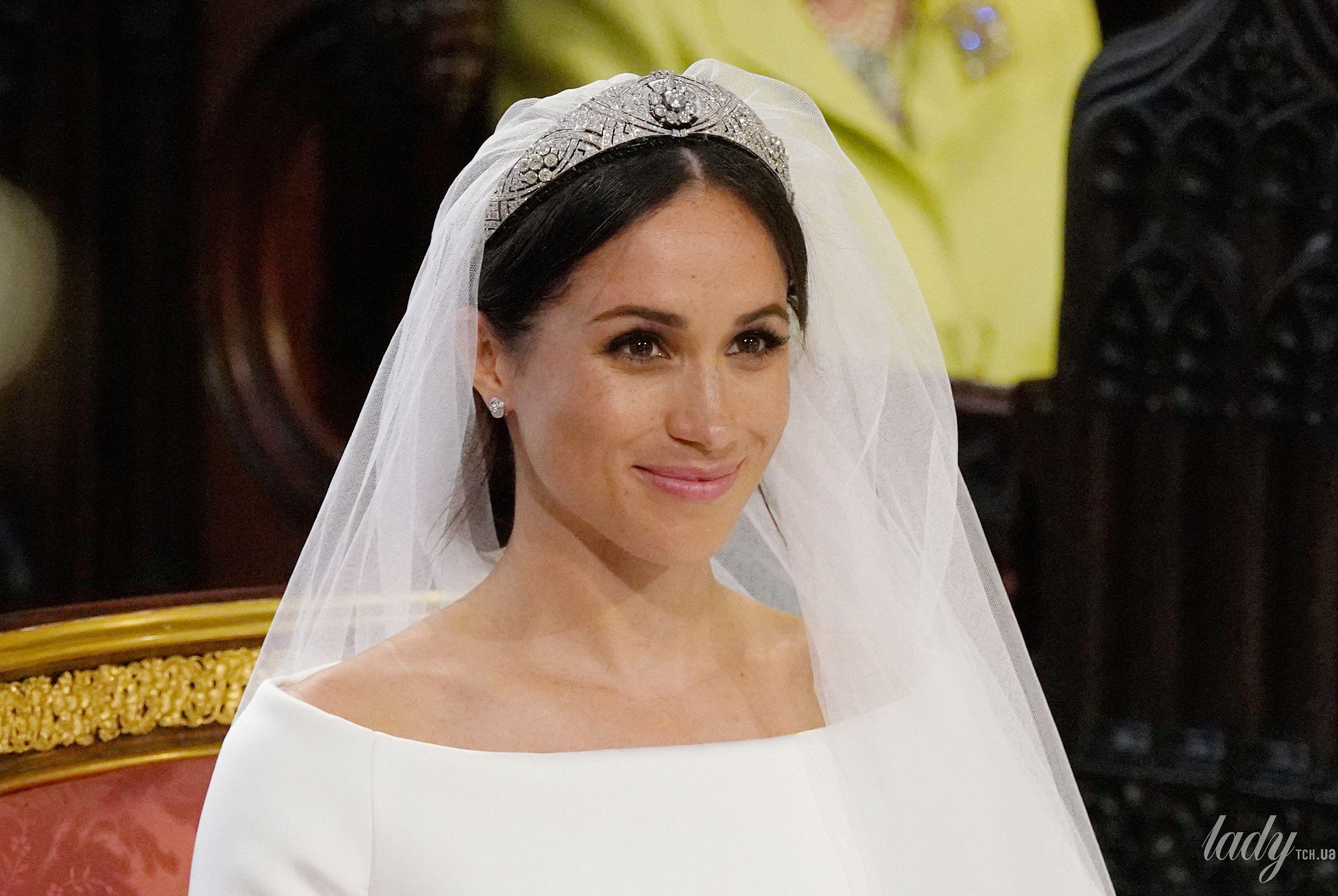 bd4b8cb783e Сравниваем образы  эскиз свадебного платья Меган Маркл vs наряд ...