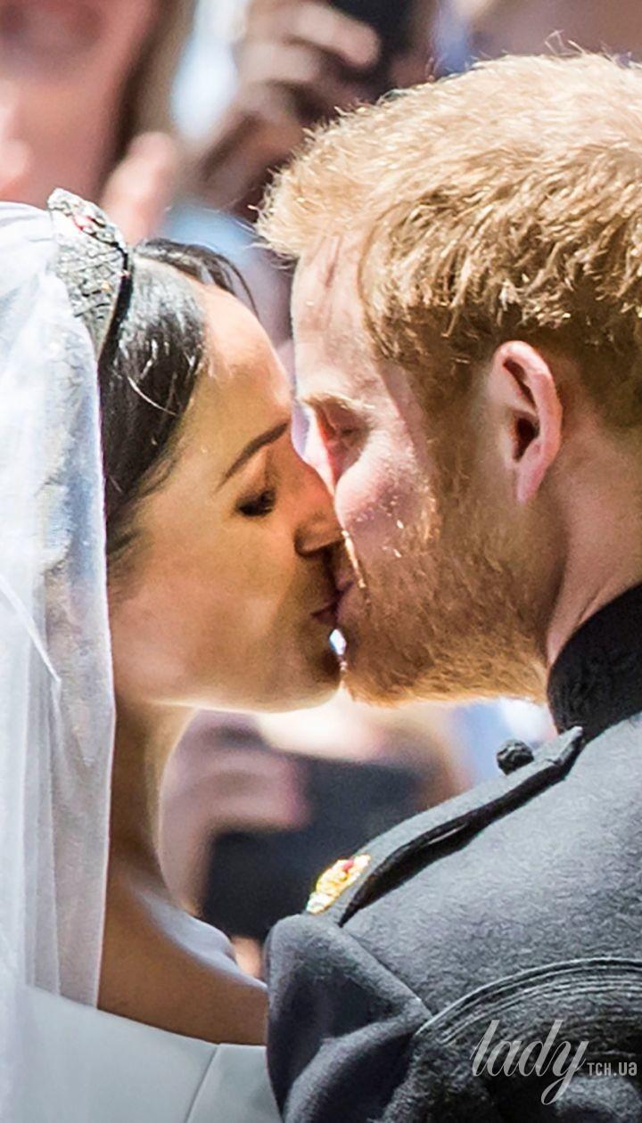 Поцелуй принца Гарри и Меган Маркл