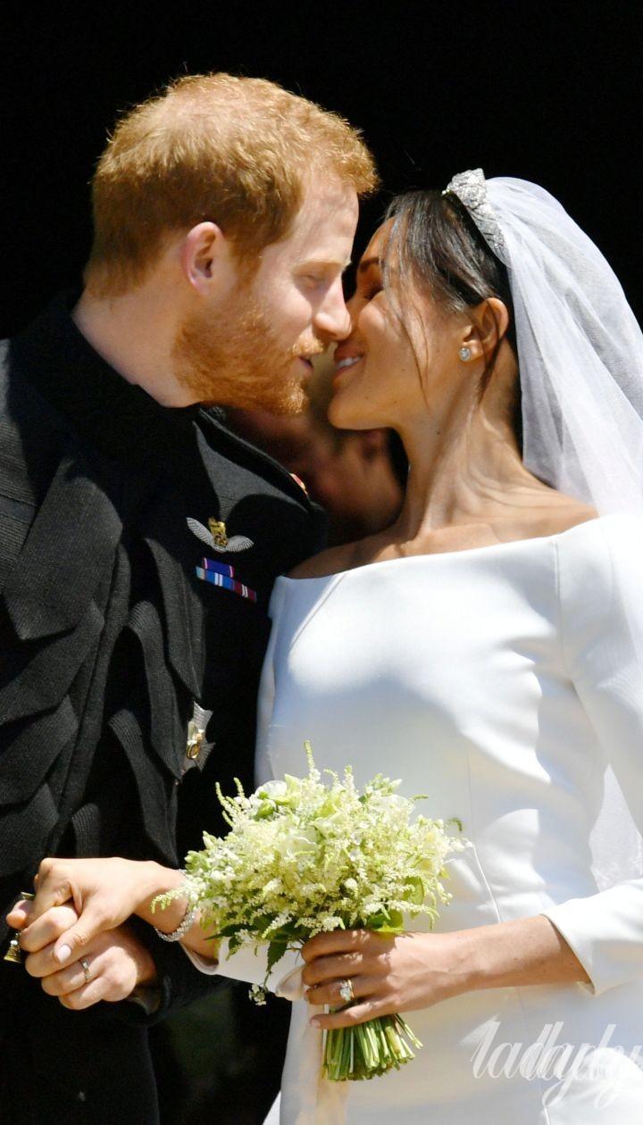 Поцілунок принца Гаррі і Меган Маркл