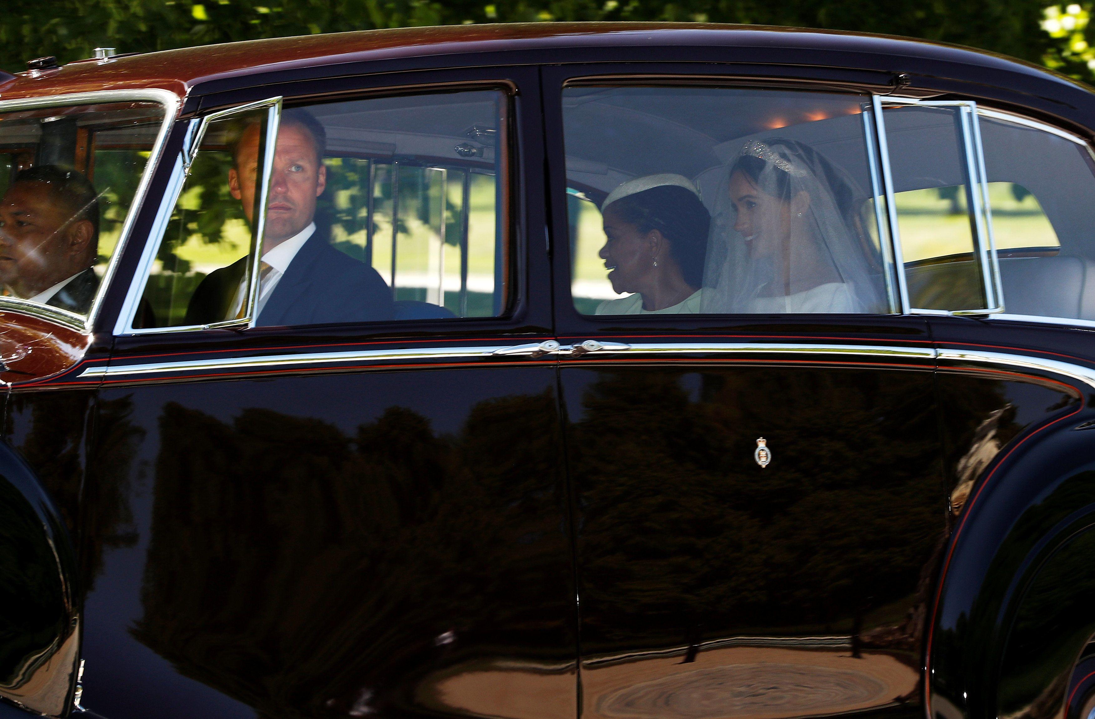 Меган Маркл у весільній сукні, топ