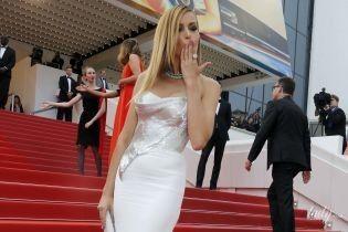 В обтягивающем платье с обнаженной спиной: Петра Немцова на Каннском кинофестивале
