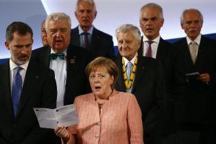 """""""Потрібно багато часу"""". Меркель пообіцяла працювати над відновленням цілісності України"""