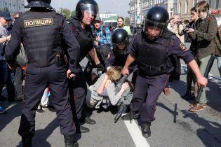 Понад 40 учасників акції протесту в Санкт-Петербурзі потрапили під адмінарешт