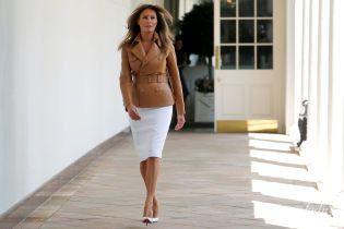 В кожаном жакете и белой юбке: Мелания Трамп запустила программу по борьбе с трудностями