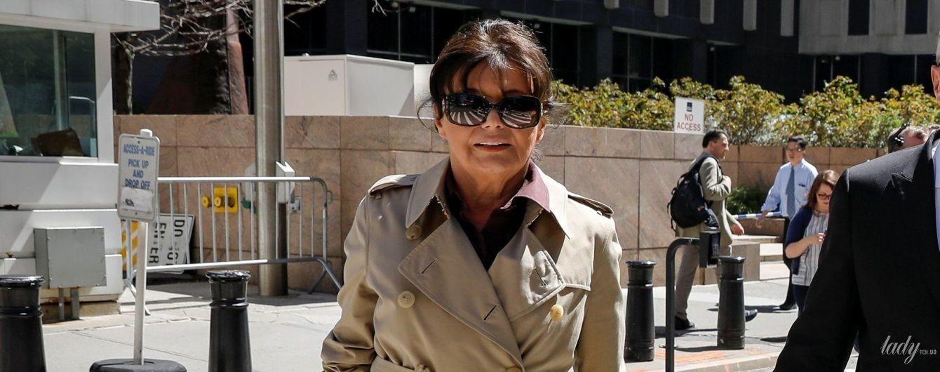В стильном тренче и на шпильках: 72-летняя мама Мелании Трамп на улицах Нью-Йорка