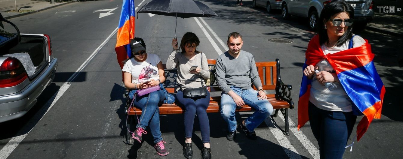 Масштабна блокада у Єревані: протестувальники перекрили дорогу до аеропорту та станції метро