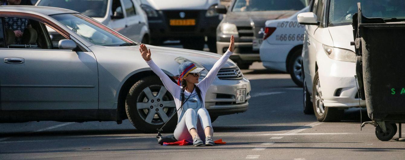 Від загального страйку до переможних танців у центрі Єревана. Як минув день протестів у Вірменії