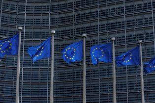 Звіт про безвізовий режим з ЄС: Україну посварили за неконтрольовану міграцію та повільну боротьбу з корупцією