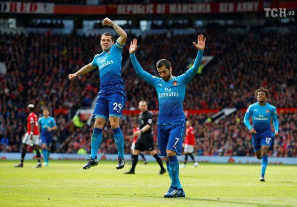 Футболісти Арсенала святкують гол