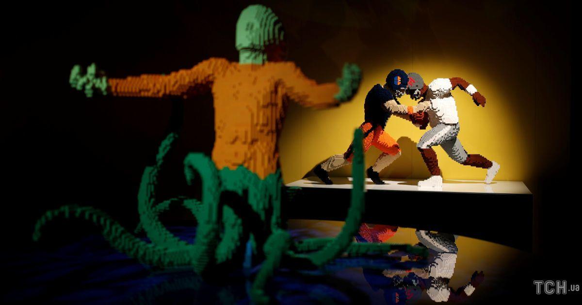 Скульптури з Lego на виставці у Парижі