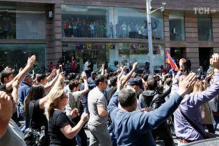Лідер масових протестів у Вірменії переконує, що РФ пообіцяла не втручатися у ситуацію