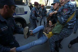 Масовий протест у Вірменії: поліція затримала 100 мітингувальників