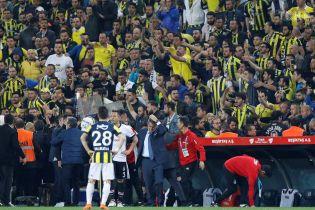 """""""Гарячий"""" футбол у Туреччині. Тренеру розбили голову стороннім предметом"""
