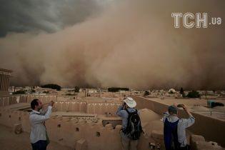 В Сети появились апокалиптические фото мощной песчаной бури в Иране