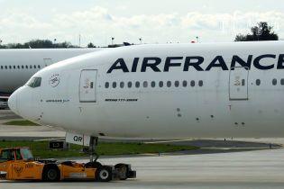 У Франції через страйк скасували третину авіарейсів, один із яких – до Києва