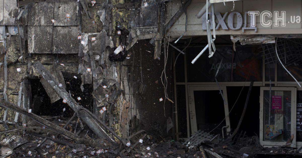 Хлопчик, якого під час пожежі у Кемерові виштовхнув у вікно батько, дізнався про загибель усієї  родини