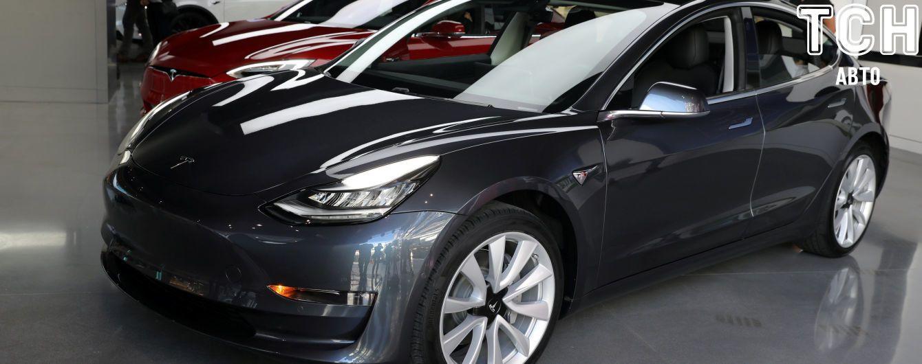 Tesla презентовала бюджетную версию Model 3