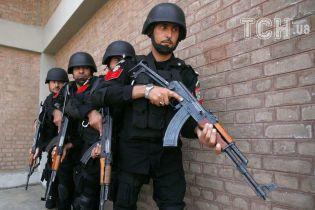 У Пакистані напали на китайське консульство. Є загиблі та поранені