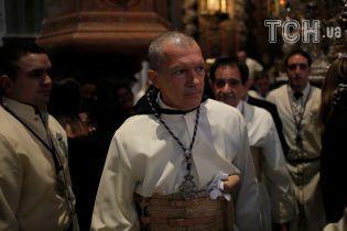 Неожиданно: Бандерас в рясе стал монахом во время Страстного воскресения в родной Малаге