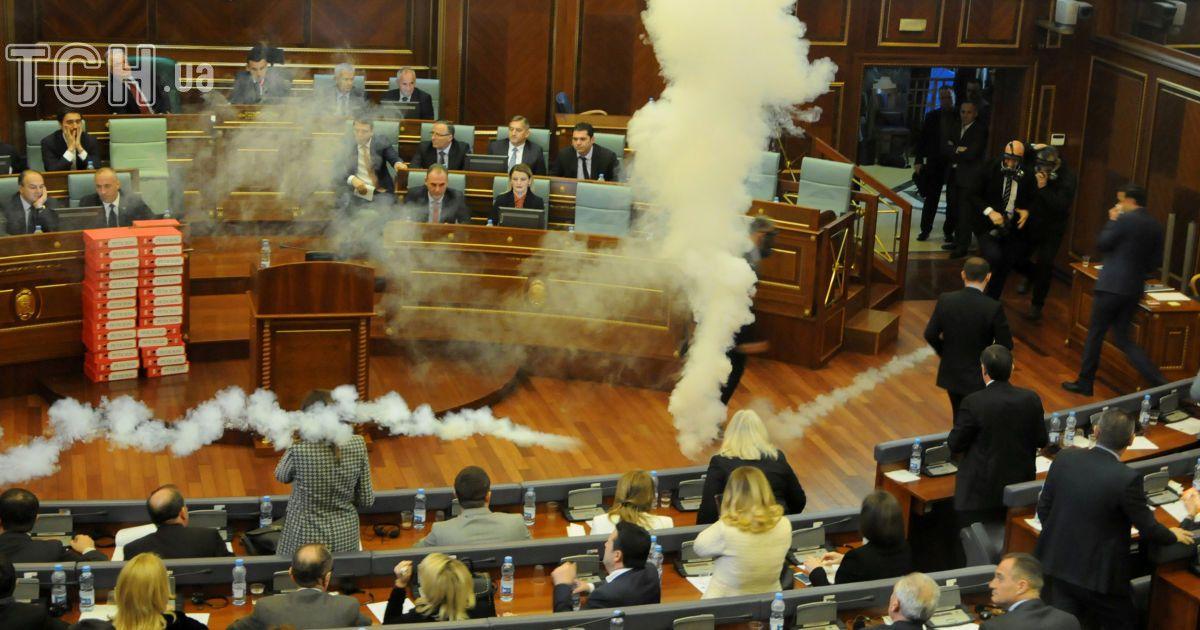 Сльозогінний газ у парламенті Косова