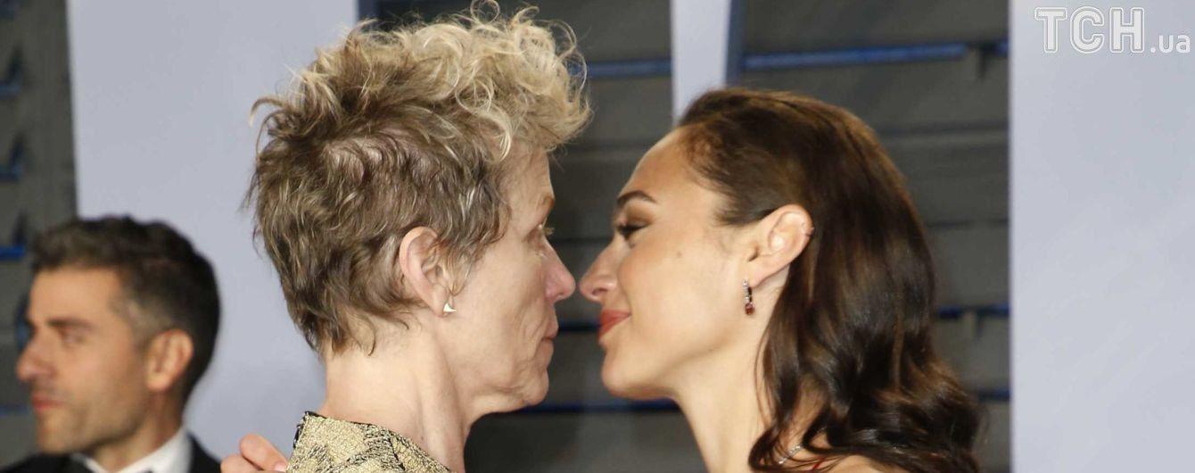"""Поцелуй Галь Гадот и несдержанная Кидман: звезды оторвались на """"Оскаре-2018"""""""