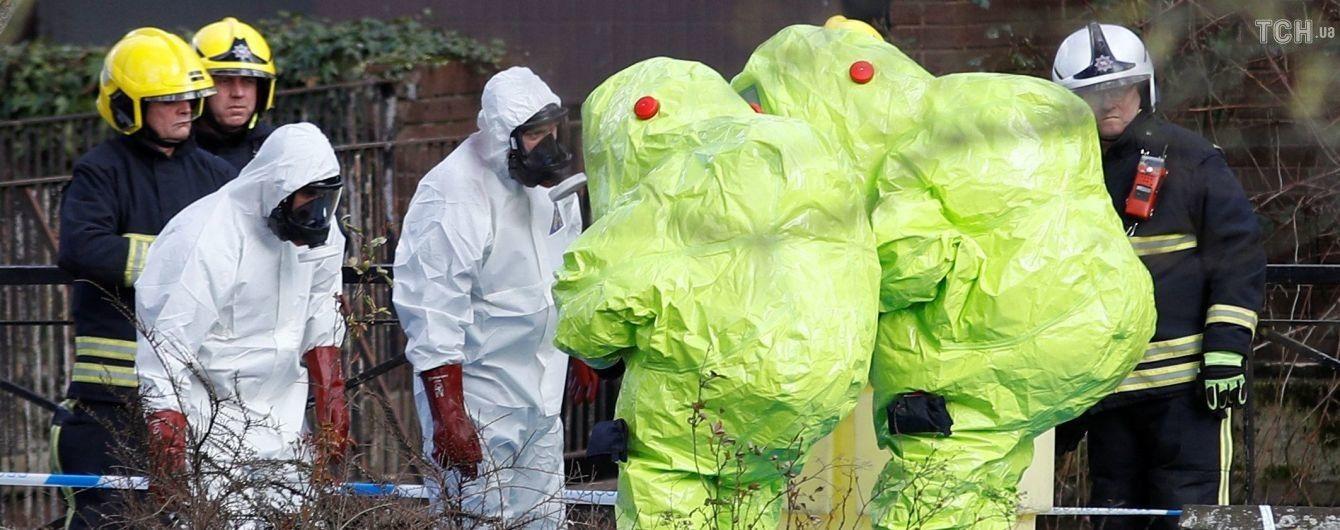 """Британці, які знепритомніли неподалік Солсбері, отруїлися """"Новачком"""" - поліція"""