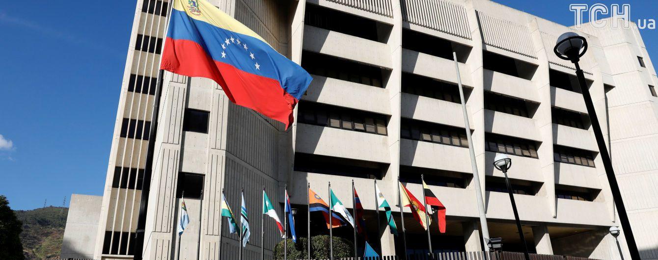 """Глава американской миссии в Венесуэле стал персоной """"нон грата"""""""