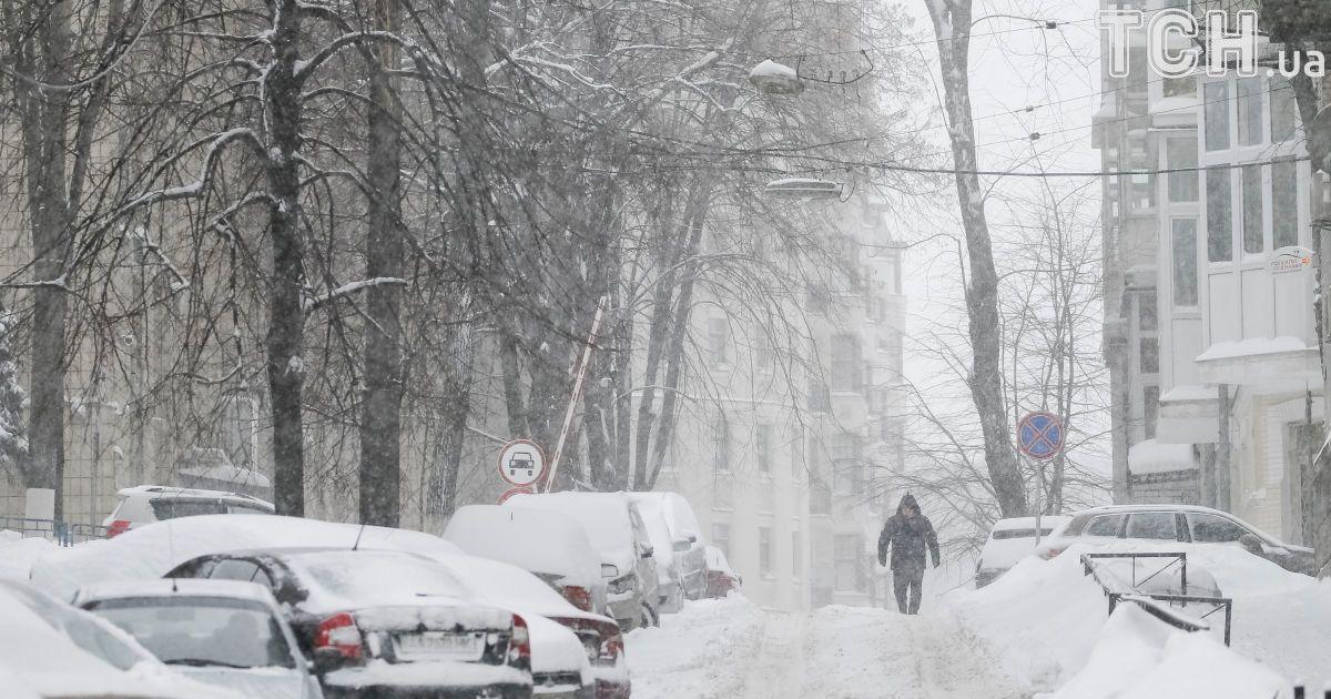 В первый день марта Украину засыпало снегом.