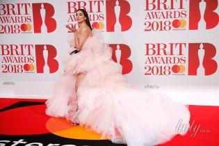 Красная дорожка Brit Awards – 2018: пять эпатажных звездных образов