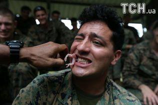 Вижити у джунглях: у Таїланді під час навчань солдати пили кров кобри і їли ящірок