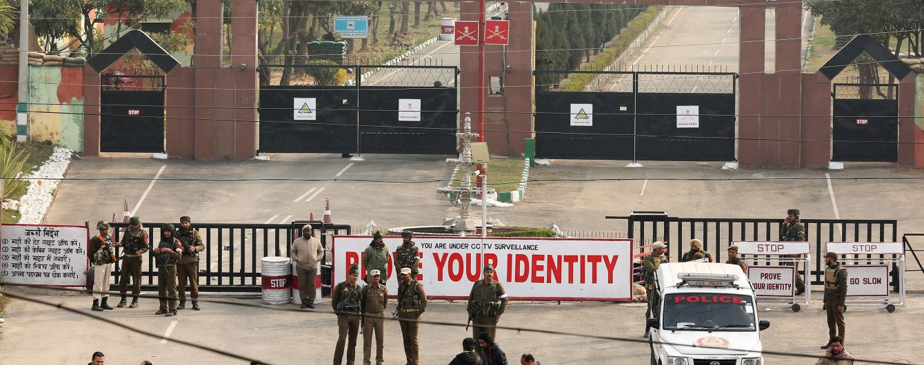 У границы Индии и Пакистана в результате нападения боевиков погибли пять человек