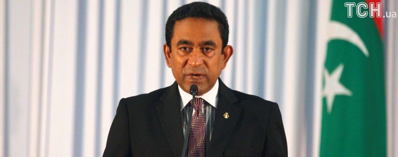 Політична криза на Мальдівах: армія оточила парламент, а опозиція домагається імпічменту президента