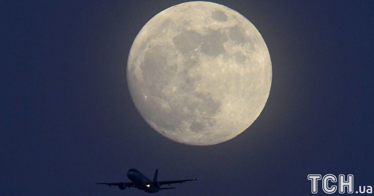 Місяць над Британією