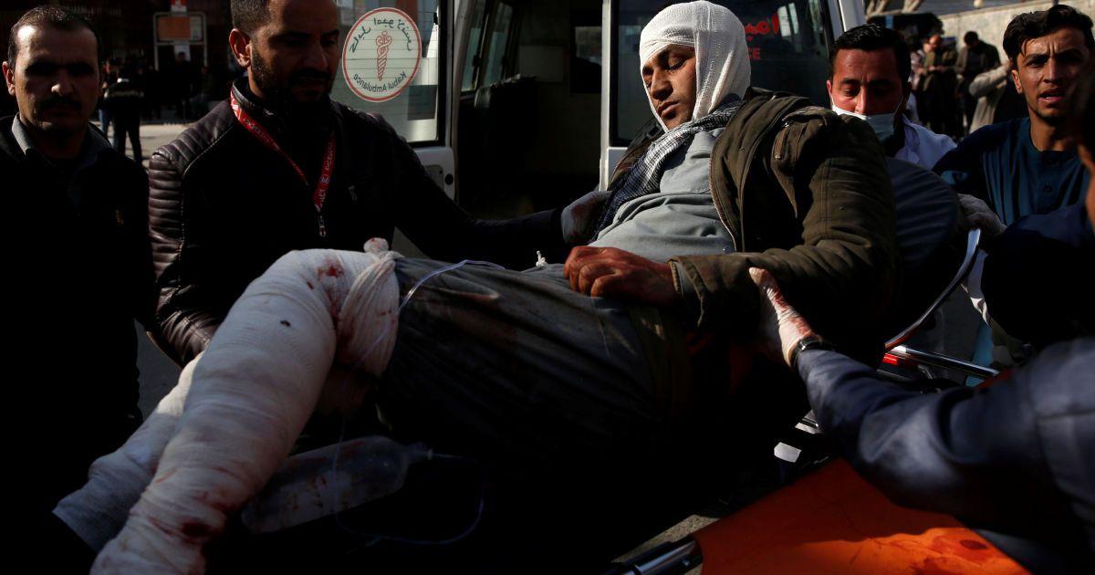Количество жертв растет: в результате теракта в Кабуле погибли 95 человек