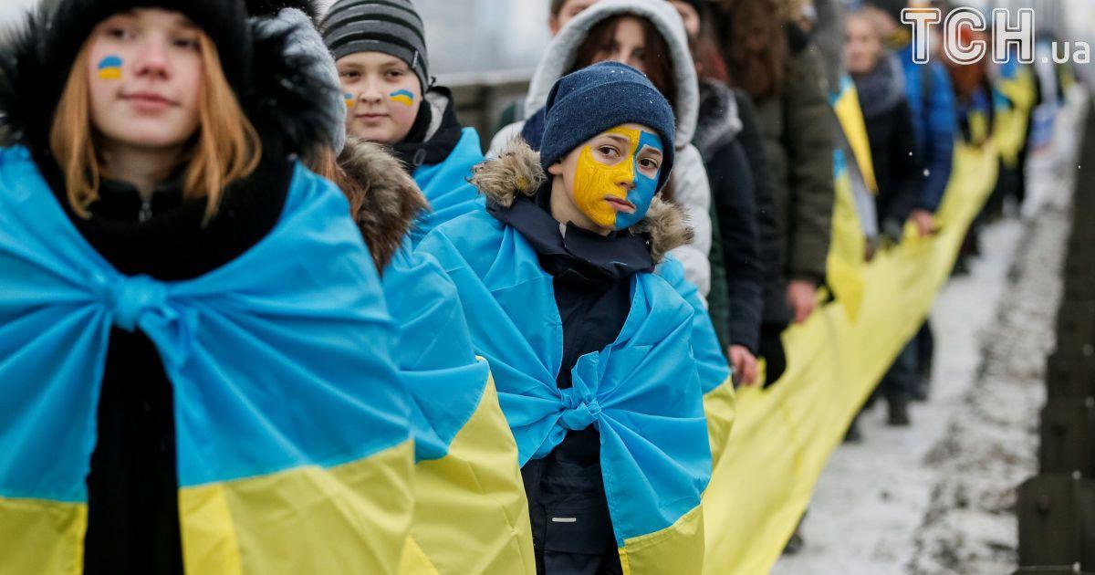"""""""Соедини берега Днепра """"живой цепью"""" Соборности"""" @ Reuters"""