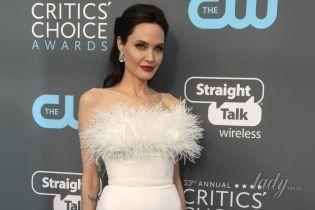 Полюбила перья: Анджелина Джоли вышла на красную дорожку в платье за 63 тысячи долларов