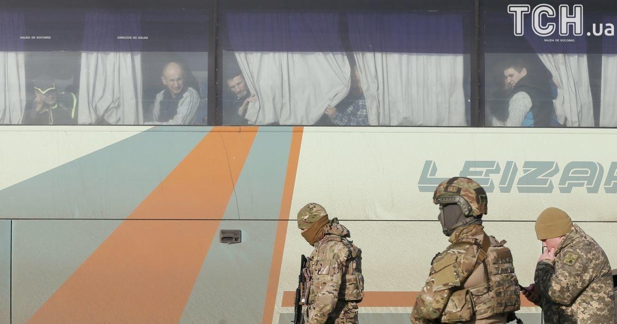 Звільнені з полону за списками бойовиків. @ Reuters
