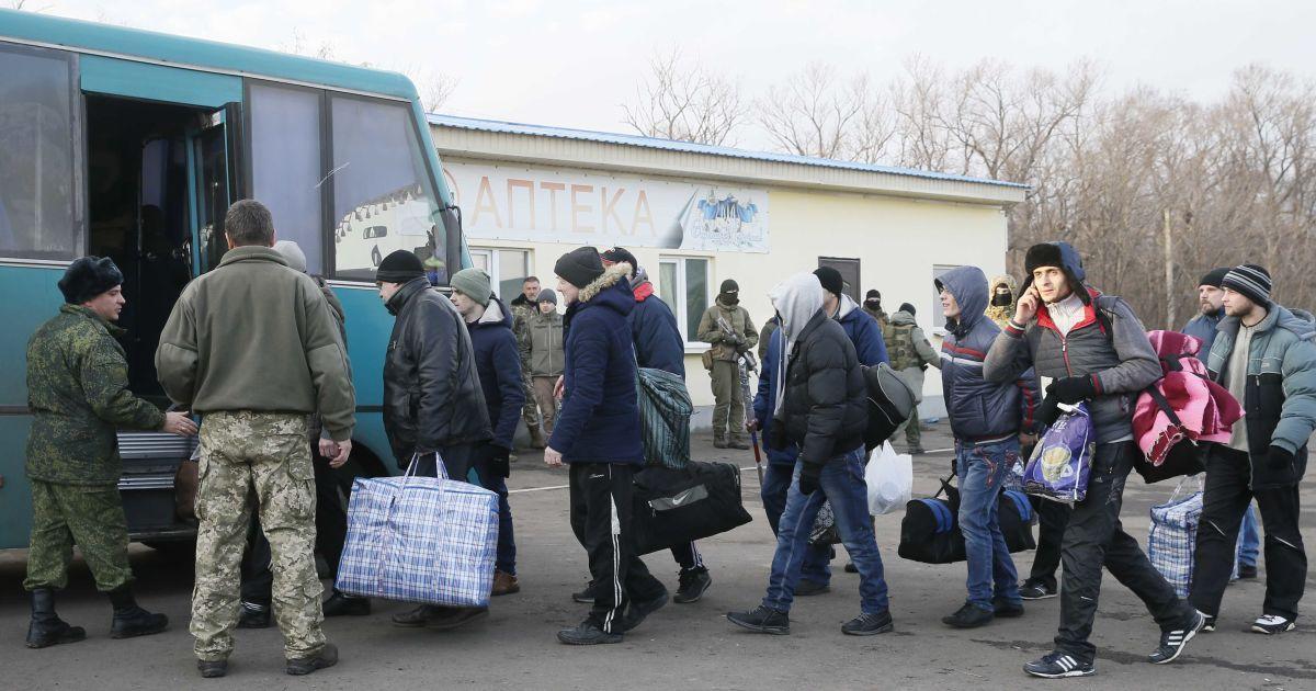 """Звільнені з полону за списками """"ЛНР"""". @ Reuters"""