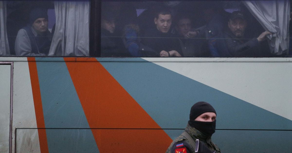 Звільнені з полону бойовиків українці. @ Reuters