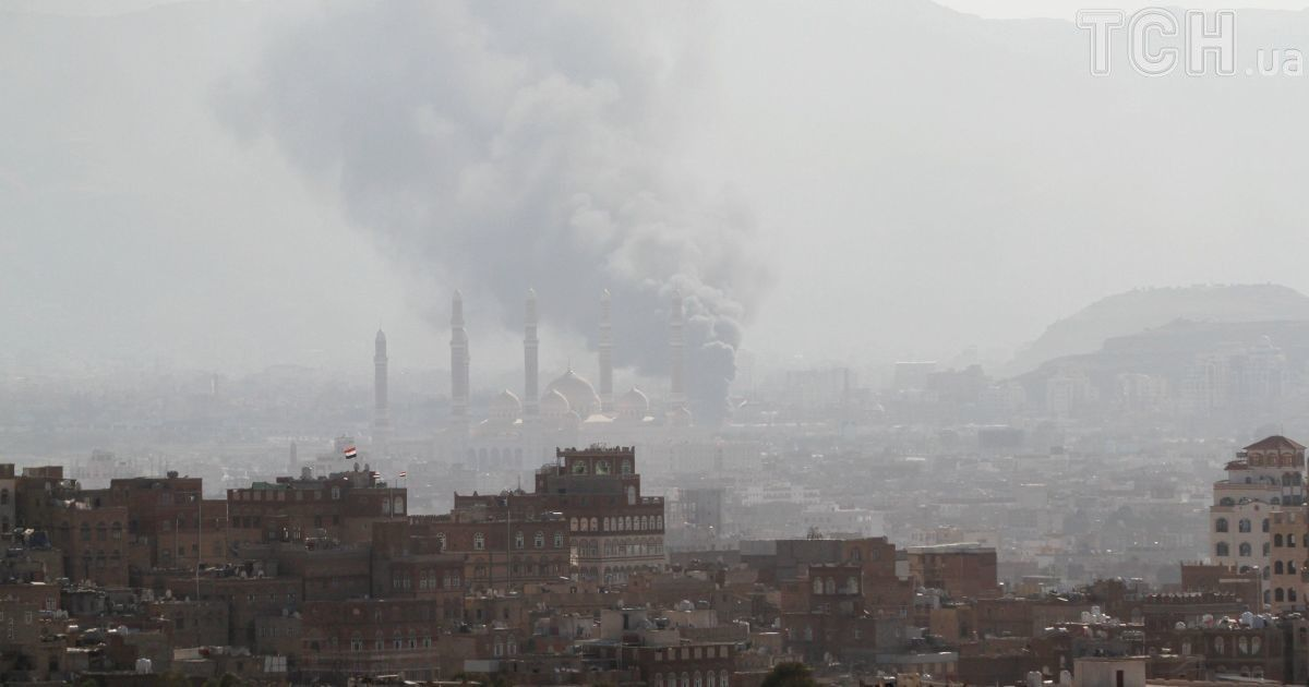 Двойной теракт в Йемене: двое смертников одновременно подорвали машины, десятки раненых