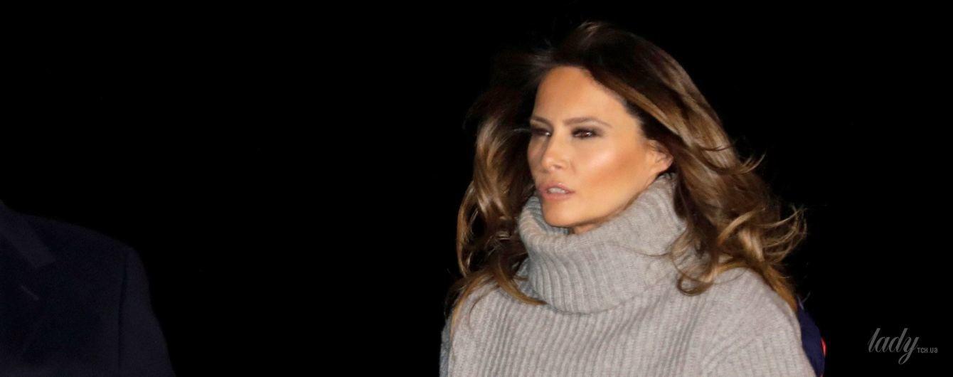 Утеплилась: Мелания Трамп в сером свитере прибыла на военно-воздушную базу