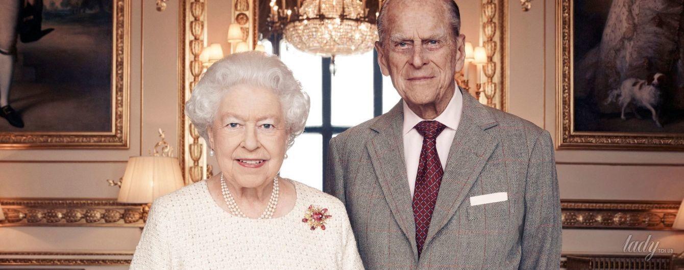 В честь платинового юбилея: в британском королевстве представили новый портрет Елизаветы II и принца Филиппа